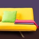 Чист диван и възглавница